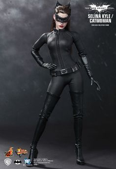 Buy Hot Toys Catwoman Selina Kyle Figure at Mighty Ape NZ. Batman The Dark Knight Rises scale Catwoman Action Figure from Hot Toys (Selina Kyle). Hot Toys are proud to present the highly anticipated femal. Batman The Dark Knight, Dark Knight Rises Catwoman, Batman Dark, The Dark Knight Rises, Batman Robin, Catwoman Cosplay, Marvel Dc, Anne Hathaway Mulher Gato, Batgirl