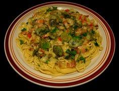 Spaghetti with Creamy Bacon & Fiddlehead Fern Sauce #Spaghetti #Creamy #Bacon #Fiddlehead #Ferns #Greens #Sauce