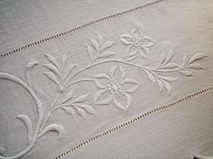 . . . Cabin & Cottage : Today's Linen & A Bit Of New Ironstone