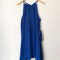 Bar III Keyhole Dress * In great condition! (Does have a small stain that is pictured but it's unnoticeable from afar.) * I'm a size 4 and this fits just a bit loose  * There's a fabric tie that accentuates the waist.  * Shoulder to hem: 37 inches and bust (unstretched) is 34 inches  * The color is accurate in actual photos of the dress  * ✨ALWAYS willing to consider/accept reasonable offers✨ Bar III Dresses