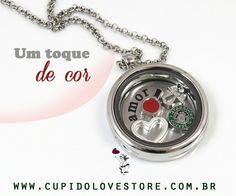 Que tal um toque de cor pra espantar o cinza? O mini charm esmalte vermelho sai por R$5,50 no site da Cupido Lovestore:http://bit.ly/2bSmySU
