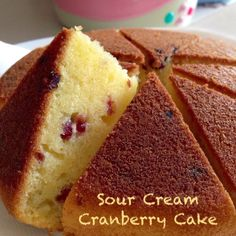 A small cake baked in a mini rice cooker. The concealed space of the rice cooker helps to hold the moisture within the cake duri. Rice Cooker Cake, Rice Cooker Recipes, Vanilla Rice, Cranberry Cake, Small Cake, Dim Sum, No Bake Cake, Sour Cream, Cornbread