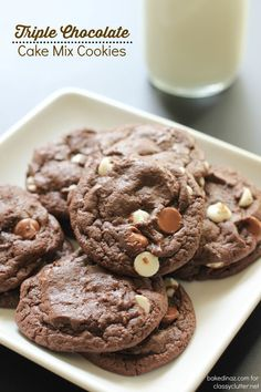 Triple Chocolate Cake Mix Cookies that are delicious! My kids love these! Click… - New Recipe Cake Mix Recipes, Easy Cookie Recipes, Dessert Recipes, Simple Recipes, Amazing Recipes, Chocolate Cake Mix Cookies, Cake Cookies, Chocolate Chips, White Chocolate