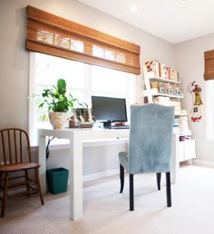 Home Office inspiration Dining Room Office, Guest Room Office, Home Office, Office Desk, Smart Office, Office Chic, Office Spaces, Work Spaces, Home Improvement Projects
