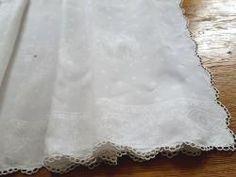 Nappe dessus d\'autel en damassé de lin festonné motif calice  12498