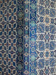 Istanbul, Turkey: Rustem Pasha Camii (Mosque): column (Iznik) tiles (1560, architect Mimar Sinan)