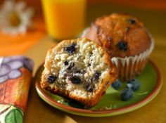 High-Protein, Low-Sugar Blueberry Muffins 1 c soy milk 1 t apple cider vinegar 1 c whole wheat flour c brown rice protein powder 2 t baking powder t baking soda t salt 1 t cinnamon 1 t vanilla extract c canola oil c sugar 1 c partially frozen blueberries* Healthy Muffin Recipes, Healthy Muffins, Breakfast Recipes, Breakfast Ideas, Eat Breakfast, Yummy Recipes, Low Fat Blueberry Muffins, Blue Berry Muffins, Lemon Muffins