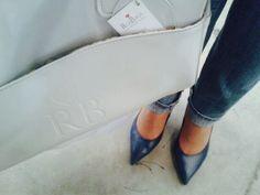 Zapatos de @Elena Zárate Calzado&Complementos y bolso para bebé de @RosBags , para una de estas tardes, fabulosa combinación. www.rosbags.com www.elenazarate.com