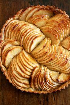 tarte aux pommes...so lovely when presented this way. Creme fraiche, peut etre?