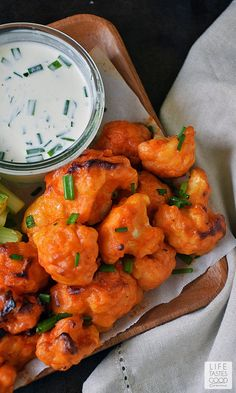 Baked Buffalo Cauliflower Bites with a dairy-free ranch dipping sauce are loaded with all the flavors of one of our favorite Monday Night Football appetizers, but in a better-for-you option. These spicy bites are meatless and dairy free too! Baked Buffalo Cauliflower, Cauliflower Recipes, Califlower Buffalo Bites, Cauliflower Wings, Dairy Free Appetizers, Appetizer Recipes, Supper Recipes, Clean Eating Snacks, Healthy Snacks