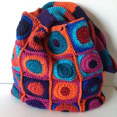 Pretty lined crochet bag by Jellina Creations, http://www.jellina-creations.nl/blog/trots. Nice color!