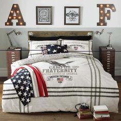 déco de chambre ado garçon de style américain - couverture blanche à motifs emblématiques du pays