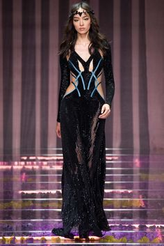 Atelier Versace Fall 2015 Couture - Collection - Gallery - Style.com  Model:  Fei Fei Sun