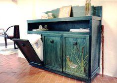 Lenyílós szekrényben szelektív kukák / Recycling center