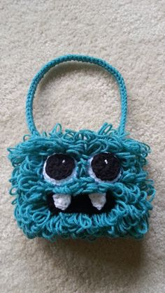 Kids Silly Hairy Monster Bag Purse how to video Crochet Cross, Love Crochet, Crochet Motif, Crochet For Kids, Crochet Yarn, Crochet Patterns, Learn Crochet, Crochet Handbags, Crochet Purses