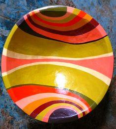 Bateas pintadas a mano por cultores venezolanos Hand Painted Pottery, Painted Pots, Pottery Painting, Ceramic Painting, Ceramic Pottery, Painting On Wood, Ceramic Art, Paper Mache Crafts, Paint Your Own Pottery