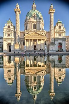 Never seen such a clear reflection of the #KarlsKirche in #Vienna #Austria