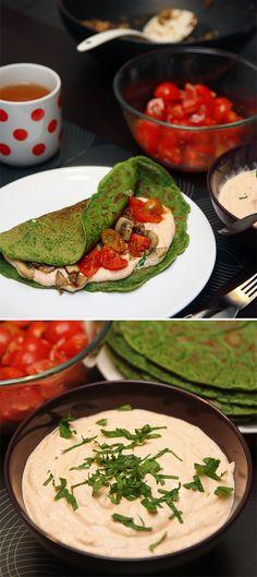 vegánské špenátové omelety s restovanými houbami, balsamikovými rajčaty a domácím dresingem
