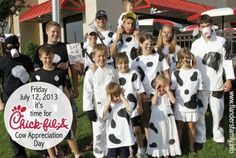 Hooray for Cow Appreciation Day! Cows Eat Free at Chick-fil-A on Friday, July 2013 Cow Appreciation Day, Cow Pictures, Cows, Fun Food, Friday, Eat, Black And White, Celebrities, Free