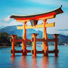 The 35 best places to visit in Japan are Tokyo, Hiroshima, Nara, Osaka and more make the nation a gem worth witnessing with your family in Here's why! Japan Travel Guide, Tokyo Travel, Hiroshima Bombing, Inspiration Artistique, Site Archéologique, Les Religions, Nagasaki, Hiroshima Japan, World Heritage Sites