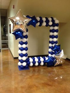 We could use a frame such as this (in red, black, white, gold) at the photo booth area - Decoration For Home Graduation Balloons, Graduation Decorations, Graduation Party Decor, Birthday Balloons, Graduation Photos, Graduation Presents, Birthday Candles, Balloon Decorations Party, Birthday Party Decorations