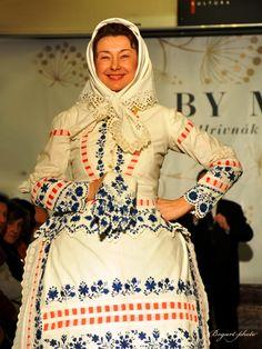 Magyar Ó kalocsai népviselet (Hungarian Traditional costume from Kalocsa region, before Polish Embroidery, Hungarian Embroidery, Traditional Dresses, Traditional Art, Budapest, Costumes Around The World, Vintage Jewelry Crafts, Folk Music, Folk Costume