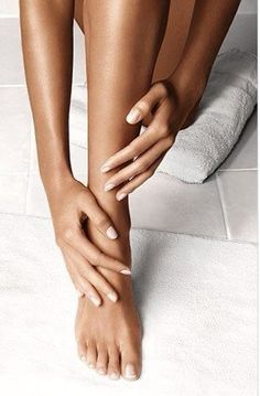 Self Tanning Tips, Smooth Legs, Hair Removal Cream, Pretty Toes, Facial Care, Sally Hansen, Beauty Photography, Hand Photography, Beauty Make Up