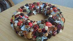 Z darov prírody , Aranžovanie Burlap Wreath, Origami, Christmas Wreaths, Holiday Decor, Home Decor, Scrappy Quilts, Creative, Christmas Swags, Room Decor