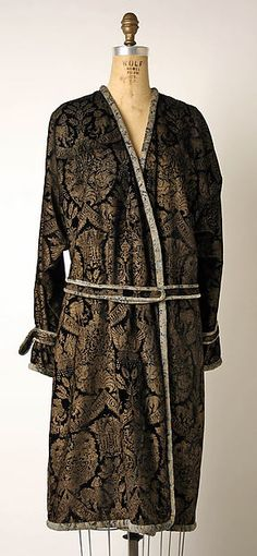 Evening ensemble (image 1) | Mariano Fortuny | Italian | 1927| silk | Metropolitan Museum of Art | Accession Number: 1977.300a–c