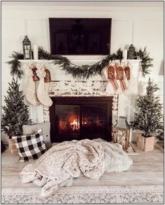 Are you looking for images for farmhouse christmas tree? Check out the post right here for unique farmhouse christmas tree inspiration. This cool farmhouse christmas tree ideas appears to be entirely amazing. Christmas Mantels, Cozy Christmas, Rustic Christmas, Christmas Fireplace Decorations, Christmas Trees, Christmas Mantle Decorations, Christmas Staircase, Winter Decorations, Christmas Shopping