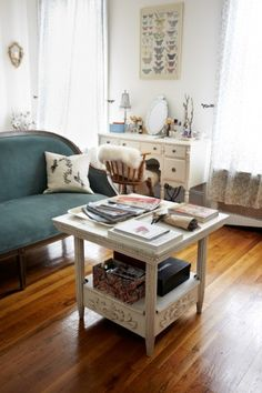 Amazing, creative tips to make your tiny apartment look HUGE. Photos by Winnie Au.