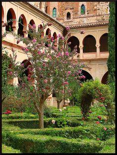Claustro Monasterio Ntra. Sra. de Guadalupe  Cáceres  Extremadura  Spain
