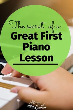 Get the plans to having a great first piano lesson with students. teach yourself piano. Piano tips learning. How to learn