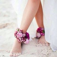Love these flower anklets for a beach wedding. Submitted by @jakell_217…