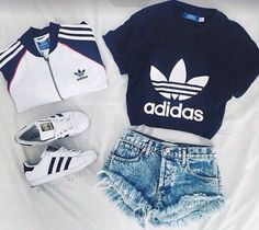 Adidas Jacke, dunkelblaues Adidas Hemd, weiße Adidas Superstars, Shorts – Stephanie Gomez – Join the world of pin Teen Fashion Outfits, Sporty Outfits, Cute Casual Outfits, Cute Summer Outfits, Mode Outfits, Outfits For Teens, Fall Outfits, Fashion Clothes, Style Clothes