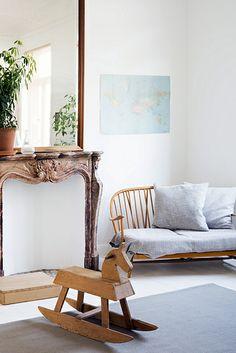 Une maison mise en valeur par ses meubles |