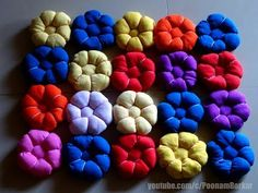 DIY - Beautiful door mat from old clothes, Floor mat with puff flowers, Recycling old t-shirts. Door mat from old clothes, Easy DIY, floor mat with puff flowers Puff Paint Shirts, Easy Crafts, Diy And Crafts, Easy Diy, Satin Ribbon Roses, Felt Roses, Fabric Ornaments, Old Clothes, Tapestry Crochet