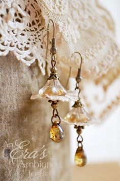 The Talia Earrings ~ An EXCLUSIVE ERA Design! The Talia Earrings are a beautiful blossom design with tea stained hues in opalescent splendor. Bee Jewelry, Insect Jewelry, Simple Jewelry, Jewelry Crafts, Jewelry Ideas, Lucite Flower Earrings, Gold Bar Earrings, Beaded Earrings, Bead Weaving