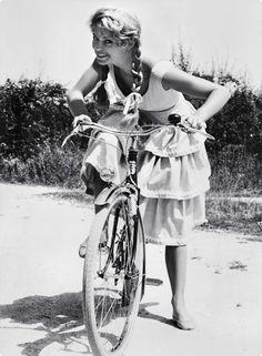 Vintage Bicycle Style: Brigitte Bardot