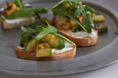 Bruschetta, Zucchini, Party Buffet, Salmon Burgers, Baked Potato, A Food, Potatoes, Baking, Ethnic Recipes