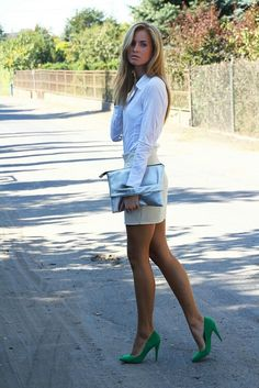 94 sexy legs, over gorgeous sexy green heels! Sexy Outfits, Cute Outfits, Fashion Outfits, Womens Fashion, Work Outfits, Outfit Work, Office Outfits, Classy Outfits, Skirt Outfits