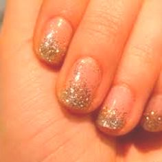 Fade in and out gold glitter nails