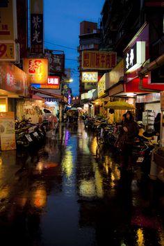 The street in the rain by Hanson Mao, via 500px