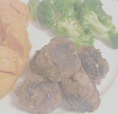 A couple beef dinner ideas: meat balls and honey garlic beef. See the blog for more details! Veggie Meatballs, Beef Strips, Honey Garlic Sauce, Minced Onion, Cooking For One, Chinese Restaurant, Some Recipe, Fajitas, Dinner Plates
