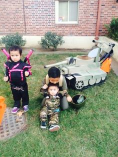 My daughter Charly as a Ninja Princess, my son Cyrus as a Zombie Hunter/ Tank Crew and my other son Conor the Tank Commander with his tank made out of cardboard box at UOP