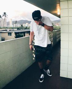 Ich traute mich noch gar nicht zu schauen wo ich gelandet bin. Hawaiiiiii 🔥🔥🔥 Supreme Tees laufen immer! Fashion Art, Supreme, Photo And Video, Tees, Videos, Instagram, Keep Running, T Shirts, Teas