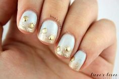 Love the sandy beach seashell nails!!