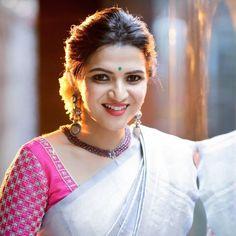 Beautiful Saree, Beautiful Indian Actress, Top Celebrities, Photo Wallpaper, Hd Photos, Indian Beauty, Indian Actresses, Blouse Designs, Mehndi