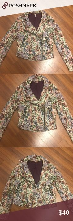 Free People Vintage Floral Print Jacket This is a Free People vintage inspired floral jacket. It has a lot of details. Size 4 and I am usually a Medium in tops but this doesn't completely close on me I always wore it open. Free People Jackets & Coats