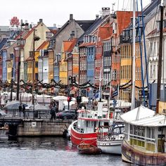 ...trotz des trüben Wetters leuchtet Kopenhagen... #ig_today #ig_eurasia #hafen #havn #ig_denmark #colorful #instagood #architecture #architektur #nature #city #copenhavn #copenhagen #ig_europe #urban www.porip.de